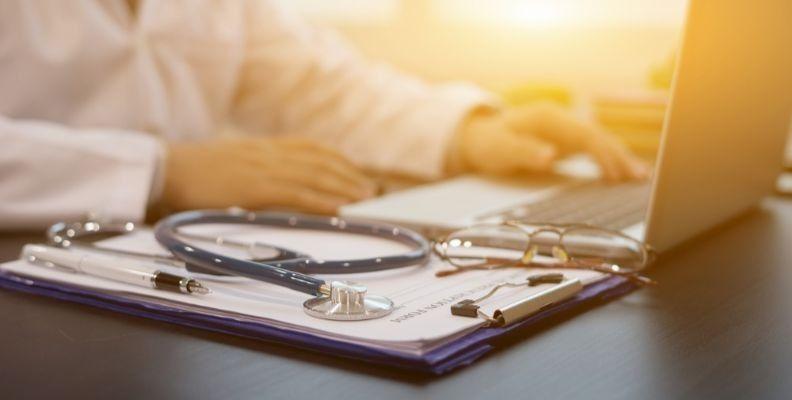 nursing-student-studying