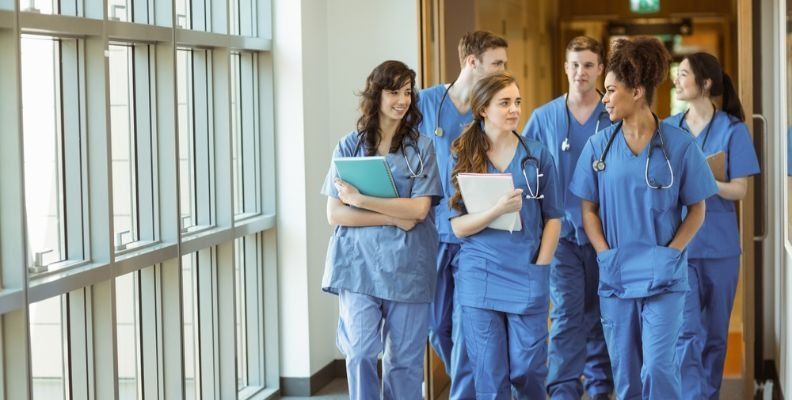 nursing-students-in-clinicals