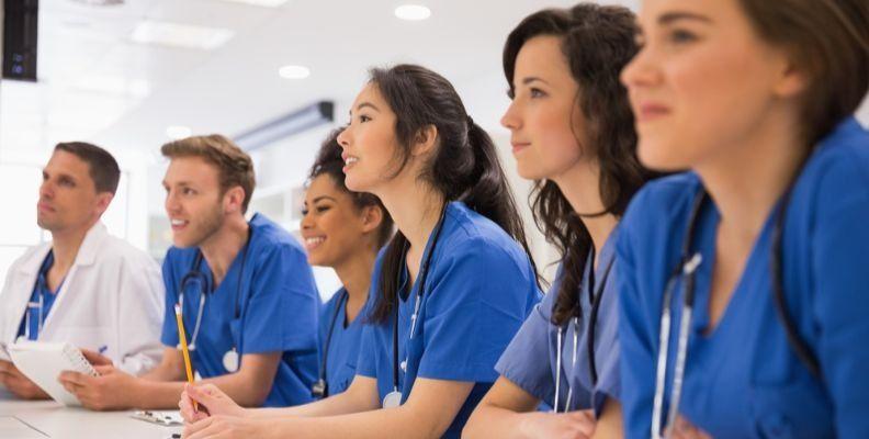 students_getting_nursing_instruction