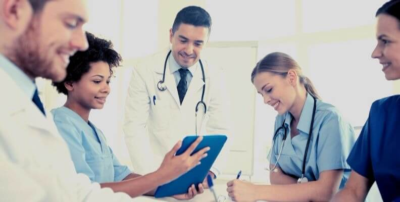 Nurse in Rounds with Multidisciplinary Team